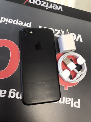 iPhone 7 32gb Unlocked for Sale in Somerville, MA