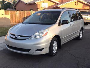 2008 Toyota Sienna clean for Sale in Phoenix, AZ