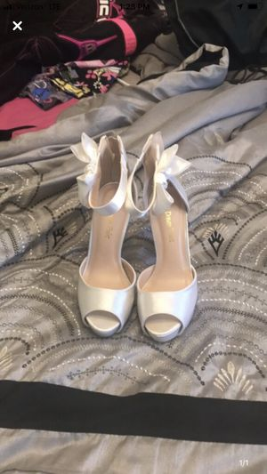 Size 5 shoes only worn once for Sale in Danville, PA