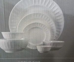 Brand new in box 42 piece dinnerware set for Sale in Brooklyn, NY
