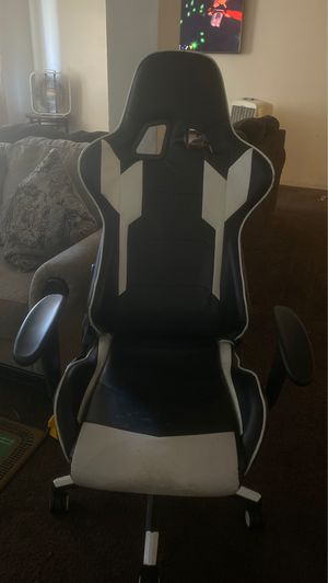 Game chair for Sale in Los Angeles, CA
