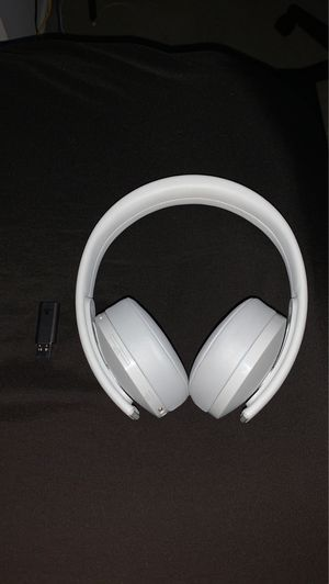 PlayStation gold wireless headset White (used) for Sale in Willow Grove, PA