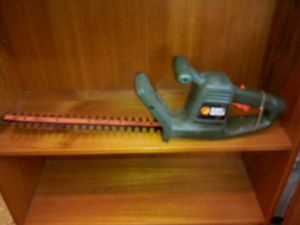 Black & Decker 16 inch hedge trimmer dual sided for Sale in Washington, DC