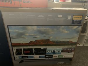 55 inch Samsung 4K UHD TV and WALL MOUNT (delivery available extra fee) for Sale in Phoenix, AZ