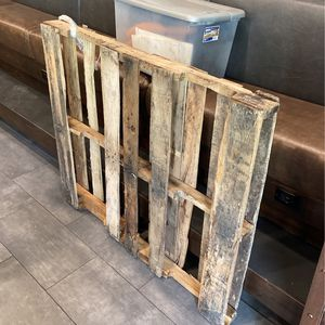 1 Wood Plate Free for Sale in Fort Lauderdale, FL