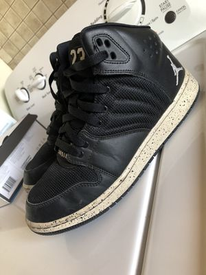 Womens Jordans Size 7 for Sale in El Paso, TX