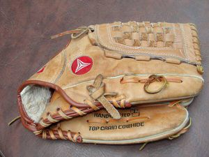 Regent .. Jeffrey Leonard .. 03862 .. Baseball Glove .. Hand Crafted .. Top Grain Cowhide. This it to be worn on your left hand. Size tag gone, adult for Sale in Burlington, NJ