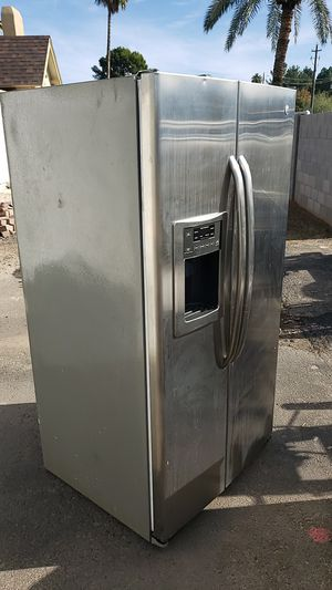 GE Stainless Refrigerator Good Condition for Sale in Phoenix, AZ