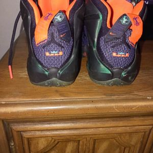 Lebron James Nikes For Boys Ages 9 To 11... for Sale in Port St. Lucie, FL