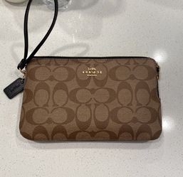 Coach Wristlet for Sale in Fontana,  CA