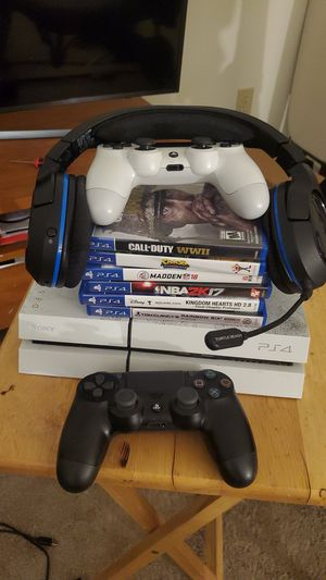 PS4 500GB Destiny edition with Turtle Beach headset, a few games and 2 controllers for 300. for Sale in Raleigh, NC