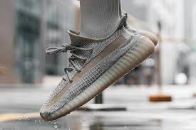 Yeezy 350 v2 Lundmark non-reflective for Sale in Bellevue, WA