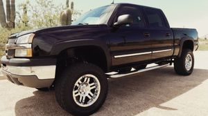 Runs and drives great 03 1200$ Chevy Silverado for Sale in Covington, KY
