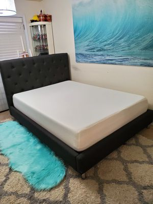 Gorgeous full platform bed frame with memory foam mattress for Sale in Shoreline, WA