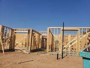 Se nececitan carpinteros for Sale in Tolleson, AZ