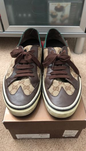 Men's Gucci 10.5- fits a 11-11.5 sneaker for Sale in Pittsburg, CA