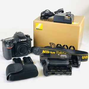 USED Nikon D600 24.3MP Digital SLR Camera Black Body & MB-D14 Battery Pack Grip for Sale in Los Alamitos, CA