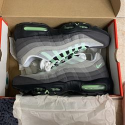 Shoes Air Max '95 Size 11 for Sale in Gainesville,  FL