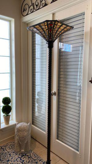Tiffany style floor lamp for Sale in Lake Stevens, WA