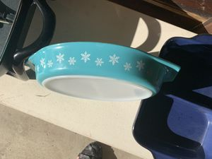 Pyrex Snowflake 1.5 quart Divided Serving Dish Collectible for Sale in Vista, CA