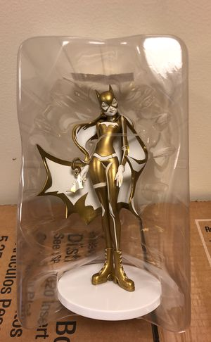 DC Collectibles Artist Alley Series Sho Murase Batgirl Gold and White Exclusive for Sale in New York, NY