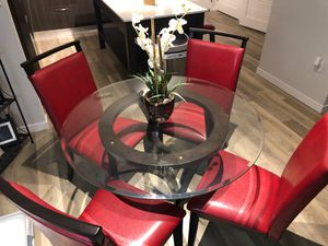 Dining room table with 4 chairs for Sale in Tampa, FL