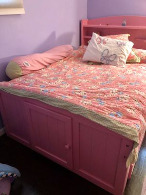 Pottery Barn bedroom/bathroom for Sale in Schenectady, NY
