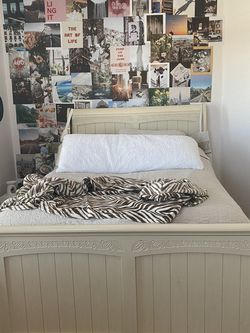bed frame for Sale in Manteca,  CA