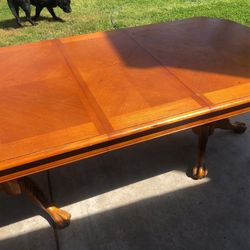 Beautiful Solid Oak Table!  for Sale in Tulare, CA