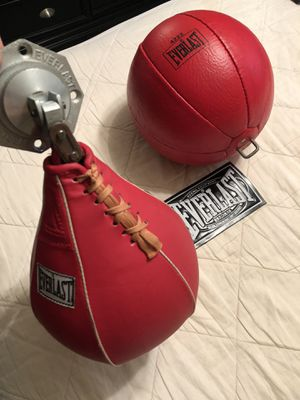 Speed bag Everlast like new and ufc hang wrap gloves .. for Sale in Largo, FL