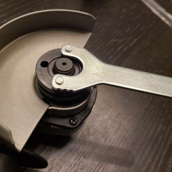 """Ryobi 5.5 Amp 4.5"""" Angle Grinder + Handle (AG4031G)"""