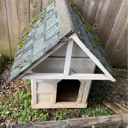 Free Dog House for Sale in Vancouver,  WA