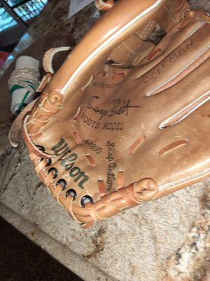 Wilson George Brett Youth Baseball Glove for Sale in Fresno, CA