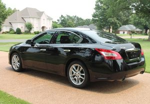 Great Shape. 2009 Nissan Maxima SV FWDWheels for Sale in Peoria, IL