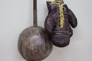 C VINTAGE WILSON BOXING GLOVES WITH SPEED BAG for Sale in San Diego, CA