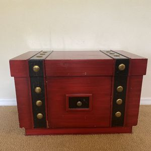 Antique Wood Chest for Sale in Oviedo, FL