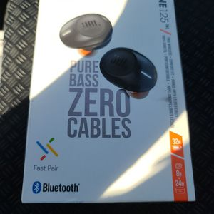 JBL TUNE 125 tws wireless ear buds for Sale in Riverside, CA