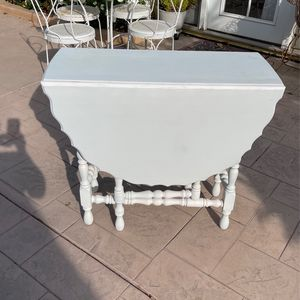 Shabby Antique White Table for Sale in Moreno Valley, CA