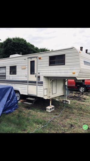 89 Fleetwood camper fifth wheel for Sale in LAKEHURST NAE, NJ