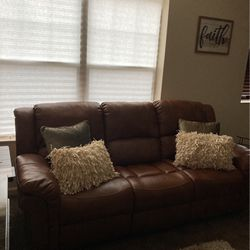 Sofa for Sale in Newburgh Heights,  OH