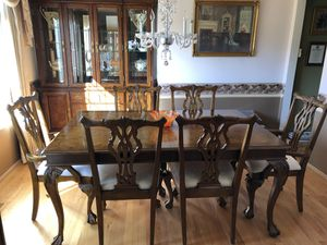 Beautiful Dining Room Set and China Cabinet for Sale in Federal Way, WA