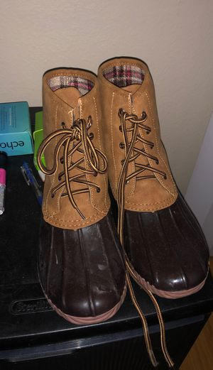 Size 7 rain boots for Sale in Moreno Valley, CA