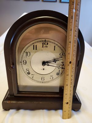CLOCK MANTEL for Sale in Tinley Park, IL