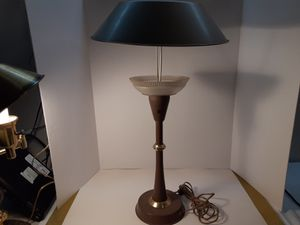 BEAUTIFUL BROWN BRASS LAMP VERY OLD. GREAT CONDITION for Sale in Arnold, MO
