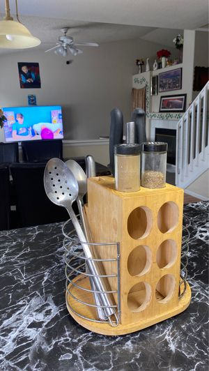 Spatula,knives,spice holder for Sale in Denver, CO