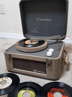 Vintage Record Player And Records for Sale in Beavercreek,  OR