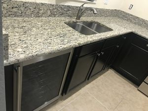 Kitchen cabinets and granite for Sale in Naranja, FL