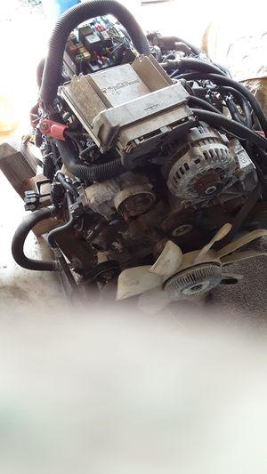 Chevrolet Tahoe 03 motor w/accessories for Sale in Atlanta, GA