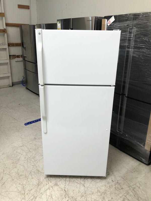 "GE 28"" Top Freezer Refrigerator 16.5 cu ft SMALL APARTMENT SIZE ..."