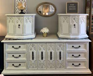 Dresser/2 nightstands for Sale in Seminole, FL